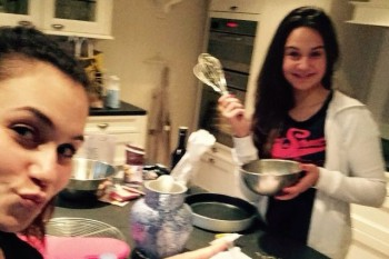 Estelle blog mit Schwester Box